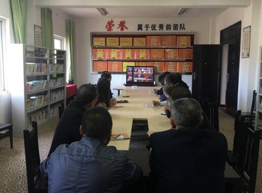 柳池镇认真组织收看党的十九大开幕式